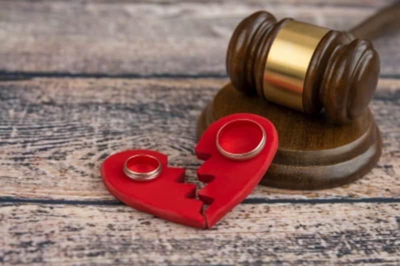 金銭問題、親権問題、手続き問題、離婚後の生活についてなど、あらゆる面から離婚のメリット・デメリットを知っておくべし