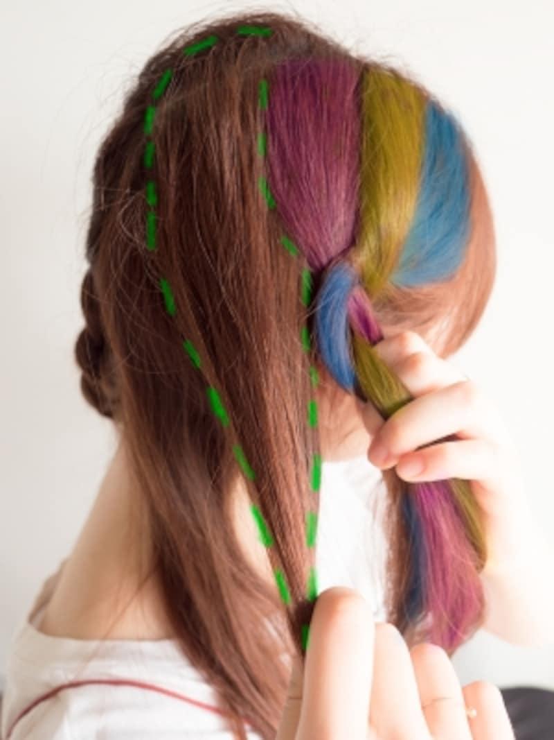 ブルーの毛束に髪を足す