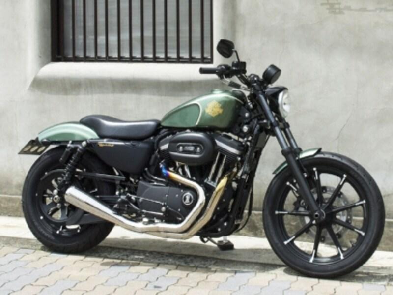 大阪のカスタムショップ[TRAMPCYCLE]による、乗りやすさ&操りやすさを高めたストリートバイクへと生まれ変わったアイアン883のカスタム例
