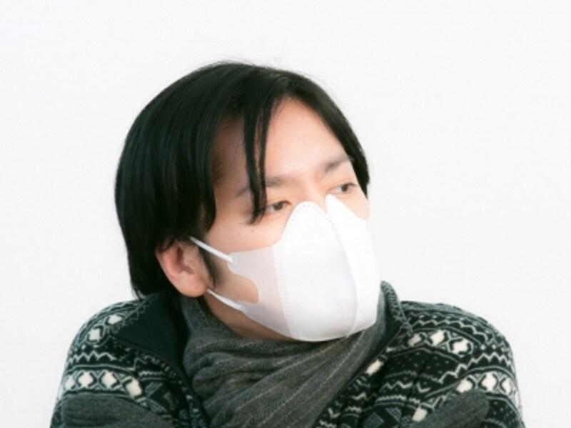 マスクは機内の保湿アイテムとして有効ですが、外国ではマスクをしている人は奇異に映ることが多いので注意!