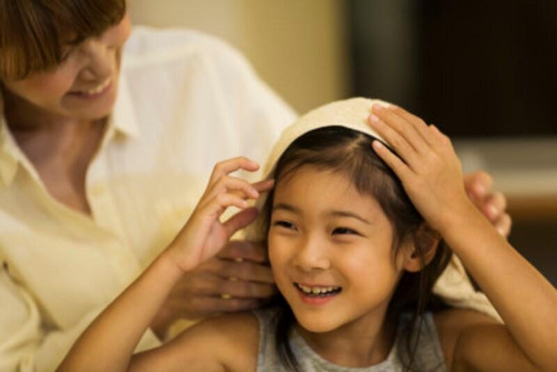 「大好きよ」と抱きしめることは子どもの内に「自分は大切」という気持ちを育みます