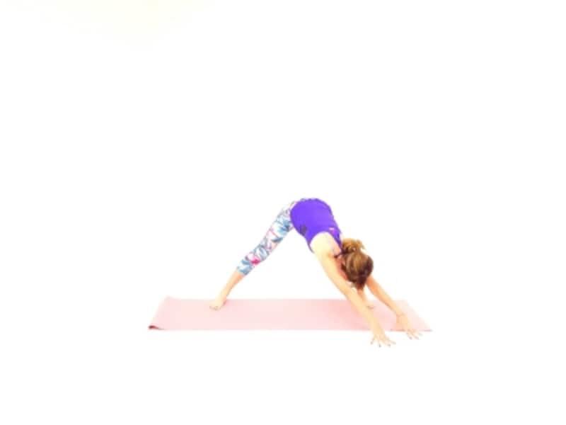 メタボアップストレッチウェスト引き締め4undefined両指先を左側に移動させて、右臀部から脇腹をのばします