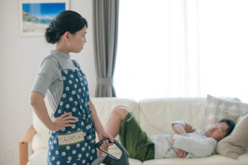 パートナーや子供が家事を分担してくれないことが原因で、気づかないうちにネガティブスパイラルに陥っている方も多いはず。そんなときはまず、深呼吸です