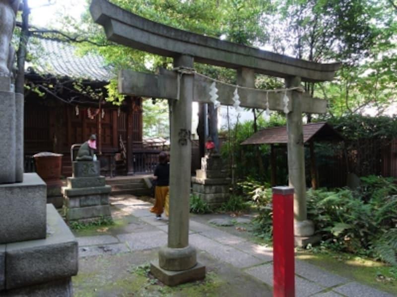 4つの稲荷神社が合祀。その後3社が合祀されている