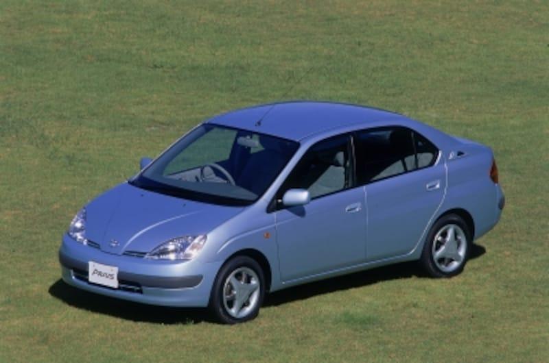 初代プリウス。ハイブリッドカーといえばこの車