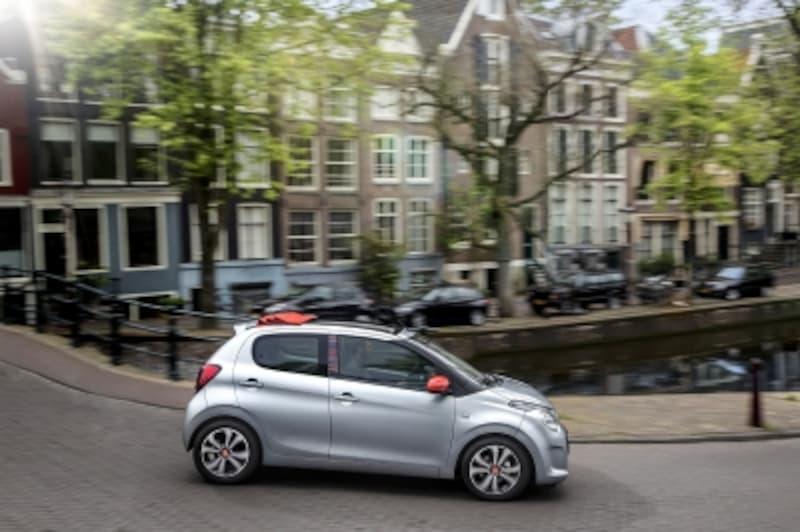 石畳での乗り心地を確保するために、フランス車のサスペンションやシートには独特の味がある。写真提供:シトロエン
