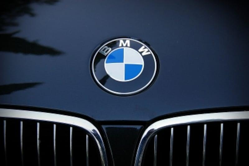 BMWは全車、今でもプロペラがをボンネットの先端に装着。それがBMWの歴史に対するプライドだ。
