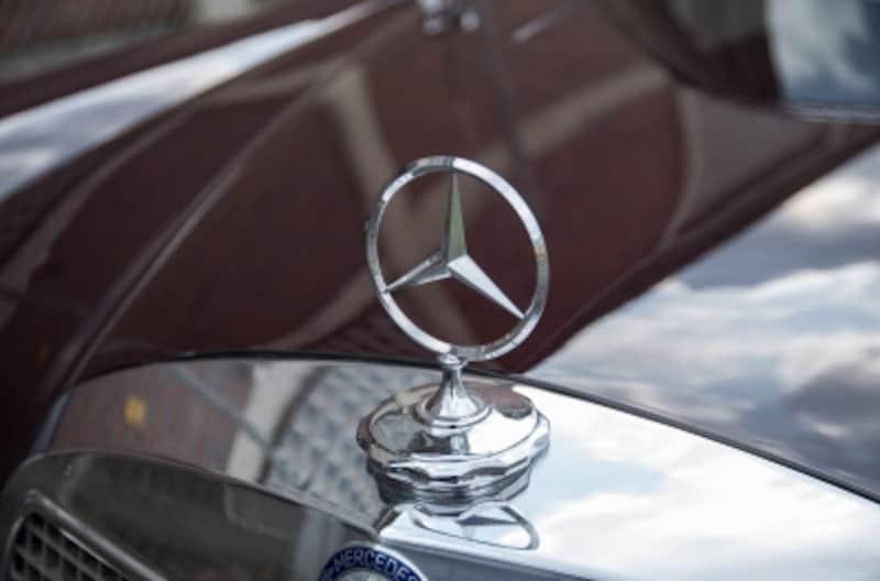 メルセデス・ベンツのスリーポインテッドスターには「陸海空を制する」という強い意志が込められている。