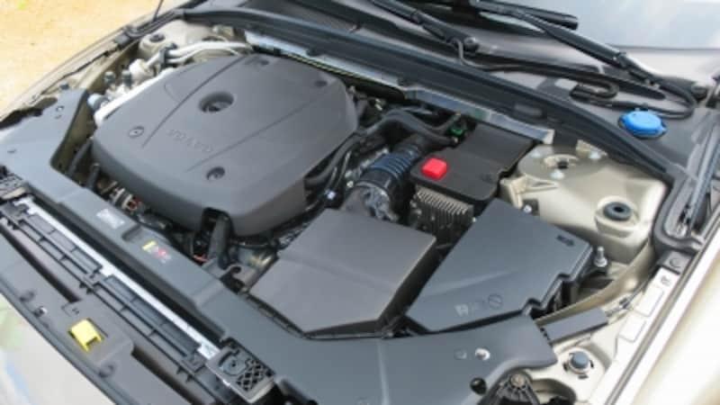 エンジンは2リッター4気筒過給(ターボ)エンジンを搭載