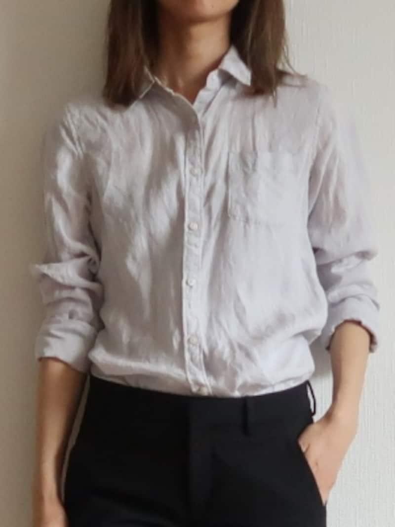 フランス女性にも愛用者の多いシャツは自然な抜け感が作りやすいアイテム