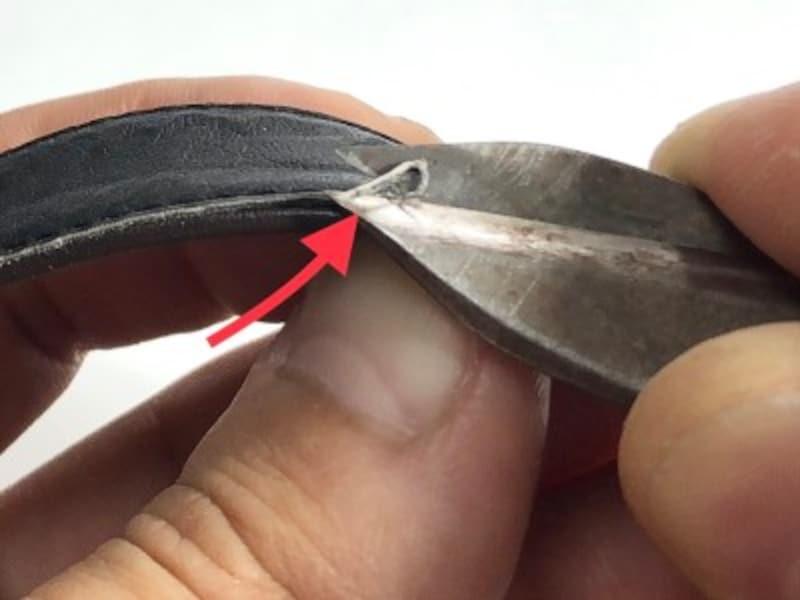 断面が足に当たる場合はハサミで角をカット