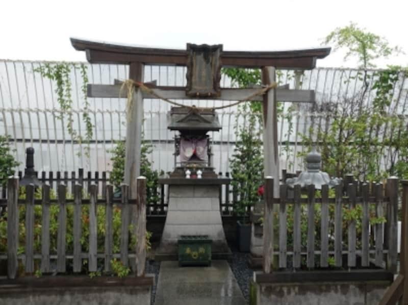 小田急百貨店、13階の庭園にある