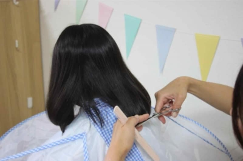 下を向いてもらうと髪がまとまりやすく