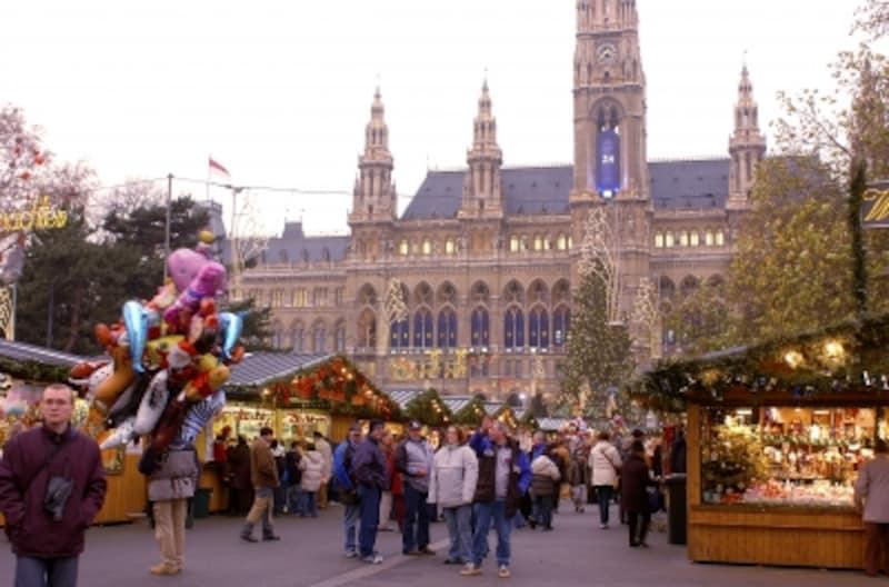 ウィーン市庁舎前のクリスマスマーケット