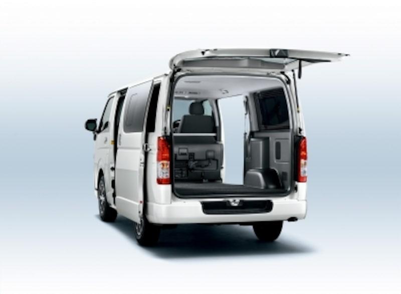 ハイエースのバンは貨物のため後方部のシートは無い。同じハイエースでも「ワゴン」と「バン」がある。