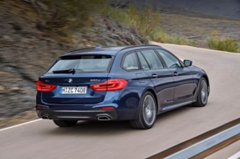 BMW5シリーズのステーションワゴン。こちらもセダンモデルが存在し、ステーションワゴンの代表的なモデル。