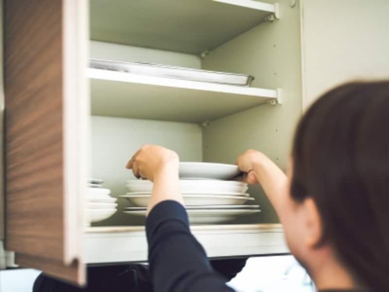 よく使う1軍の食器は、取り出しやすいところに収納します