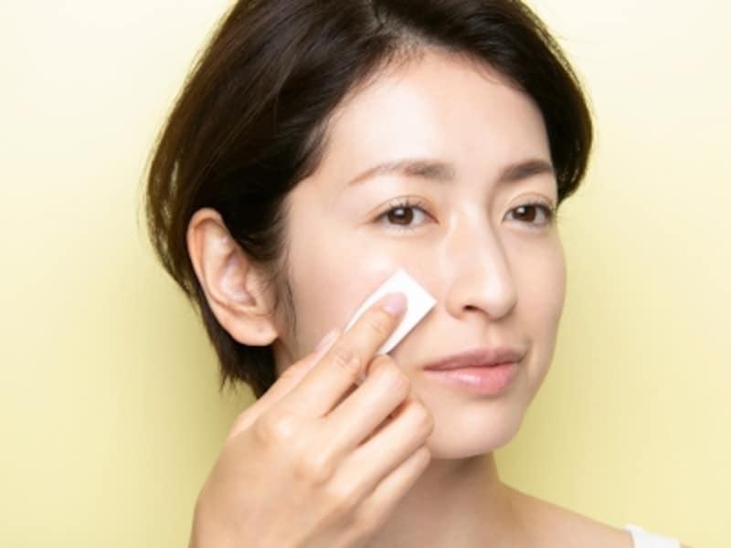 スポンジでタッピングすることで、化粧崩れ防止にもなる