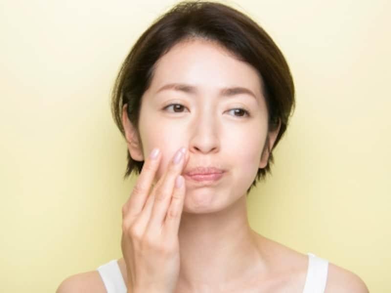 頬をふくらませると、ほうれい線をしっかりアプローチできる