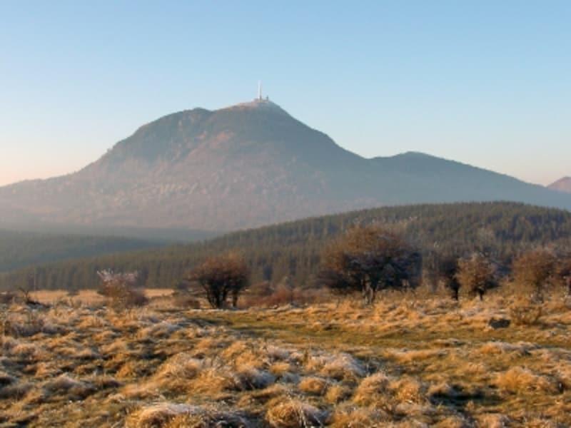フランスの世界遺産「シェヌ・デ・ピュイ-リマーニュ盆地の地殻変動地帯」