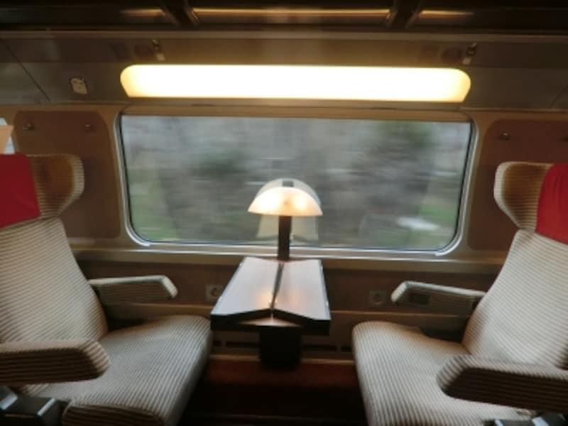 TGVの1等座席。TGVは全席指定制のため、ユーレイルパス所持者でも座席予約が必要。