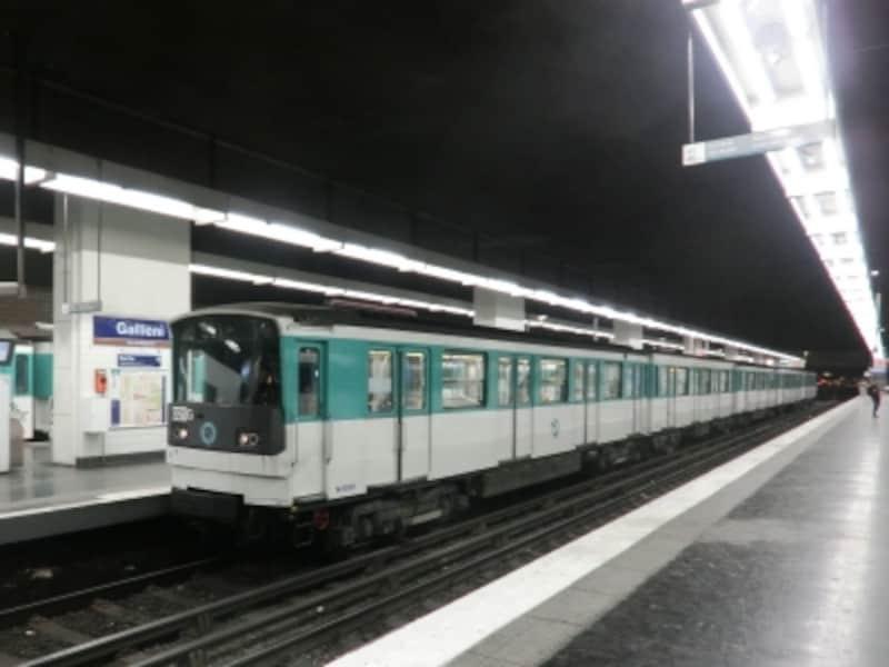 悪名高いパリの地下鉄。世界で一番スリの多い場所