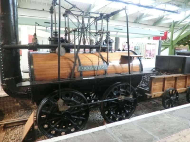 スチーブンソンが製造したロコモーション1号。1825年9月27日、初の商用鉄道としてストックトン~ダーリントン間を走破した。その後百数十年での世界の鉄道の発達は驚異的なほどに目ざましい