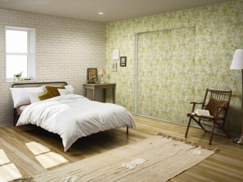 壁と同じ壁紙と用いて一体感を生み出したり、異なる壁紙をもちいてアクセントとしても[famittoクローゼットドア引違い戸(3枚建)シルキーホワイト]undefinedYKKAPhttp://www.ykkap.co.jp/