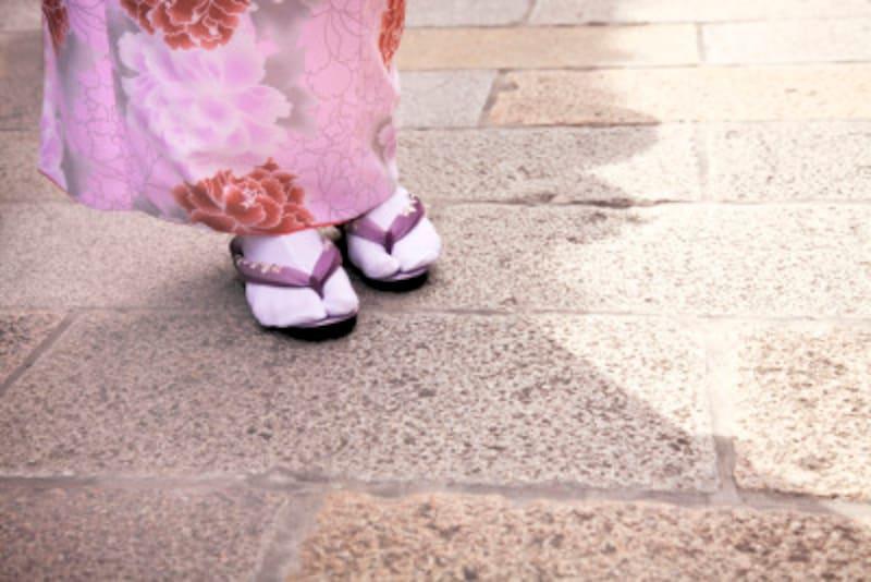 着物の付属物のなかでも、長襦袢・肌襦袢・足袋は、肌に近く、汚れが付着しやすい