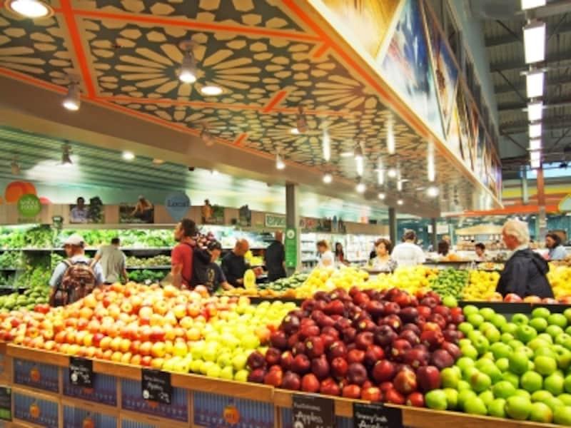 ついつい長居してしまうスーパーマーケット。冷房がキツいので羽織ものを忘れずに