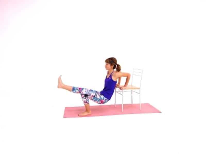 筋美女チェアエクサ3undefined肘が90度曲がる位置まで腰を下げましょう