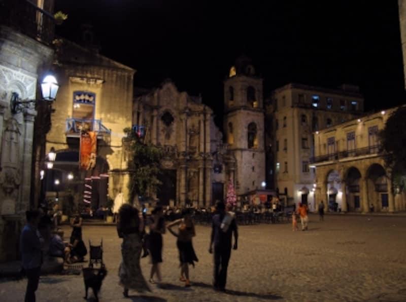 夜のカテドラル広場