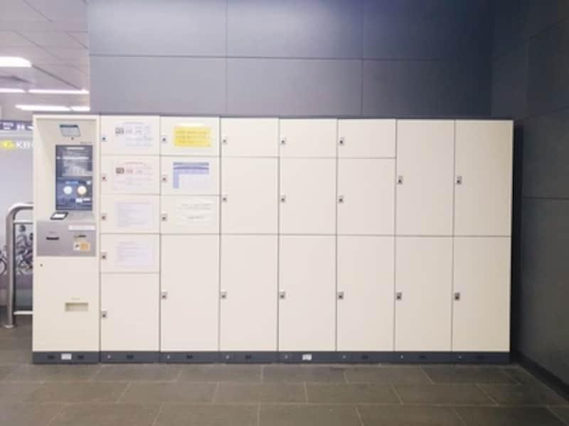 だいたいどこの地下鉄駅にもロッカーがあります。観光地で利用客の多い駅のロッカーは、空きがないことも……