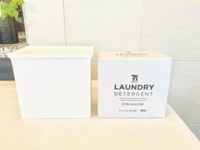市販の粉末洗濯洗剤がぴったりと収まるサイズ