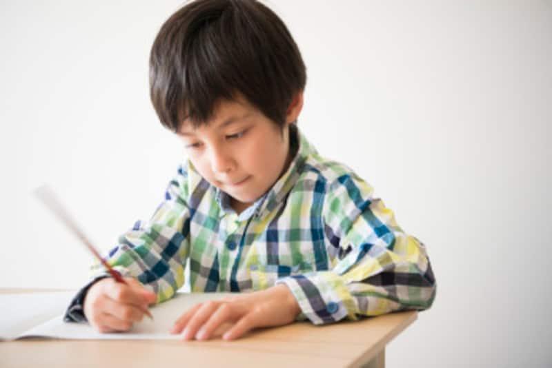 読書感想文の書き方は、惹きのある題名とスパイスのきいた書き出しから始め、上手く結論に導くことが必勝の秘訣です