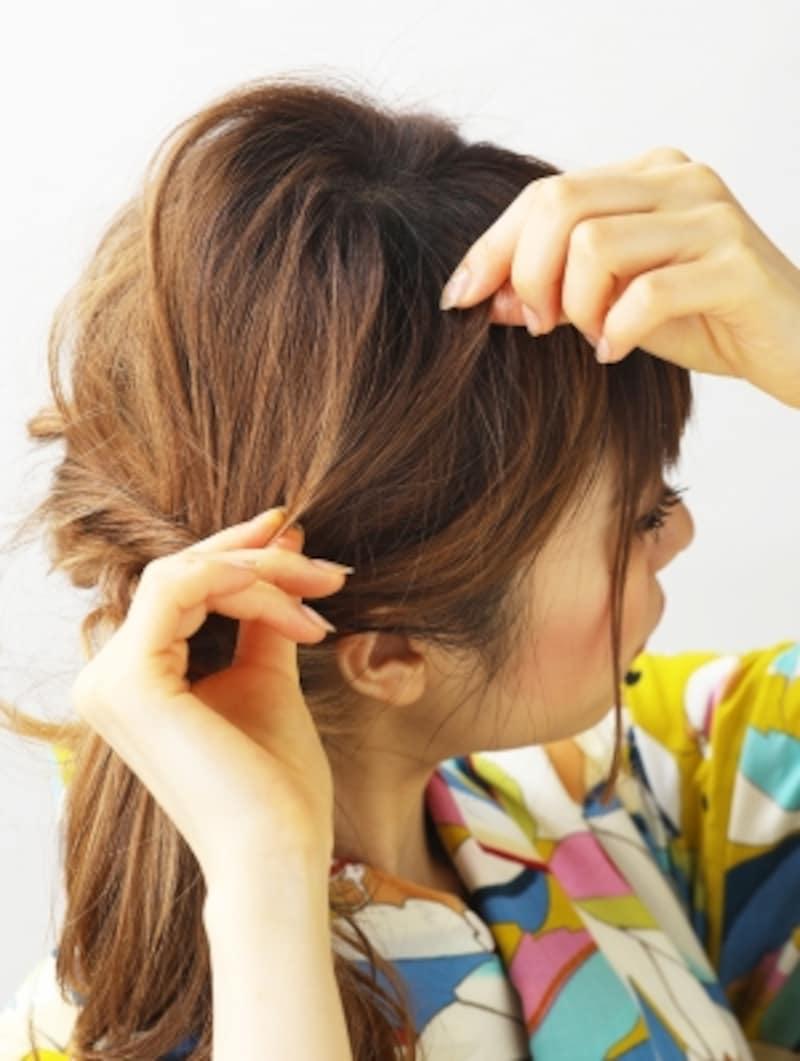 髪をつまみ全体バランスを整える