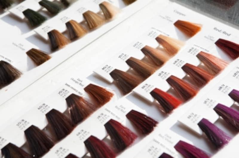 美容院で髪の毛をカラーリングをするときは、美容師さんとイメージをしっかりすり合わせて