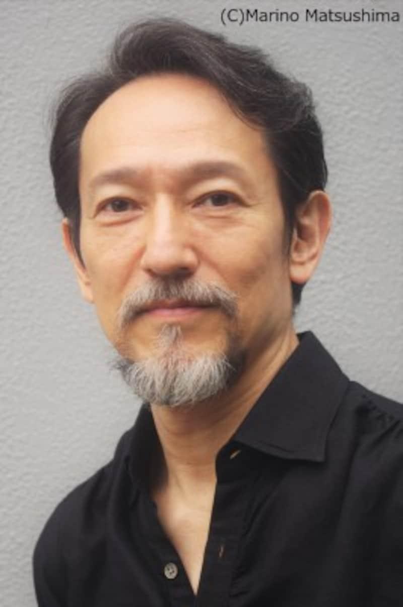 鈴木壮麻 東京都出身。82年、劇団四季入団。『オペラ座の怪人』『美女と野獣』等に出演し98年退団。その後も主にミュージカルを中心に出演。第23回読売演劇大賞優秀男優賞を『ミュージカル サンセット大通り』『EndoftheRAINBOW』で受賞した。今年はストレートプレイ『WATERbytheSPOONFUL』、NHK青春アドベンチャー『暁のハルモニア』に出演する等幅広く活動している。2001年『フランケンシュタイン』再演への出演を予定。(C)MarinoMatsushima
