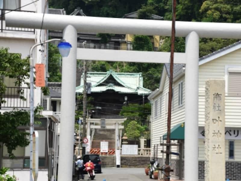 江戸時代に建て替えられた西叶神社の社殿には、名匠、後藤義光の手による見事な彫刻があり、見どころになっています