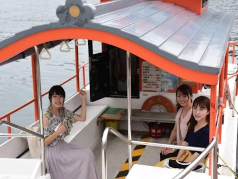 乗船料は大人一人200円、自転車は50円。料金は船の中で支払います。毎日朝7時~夕方6時の間就航(12時~1時は昼休み)