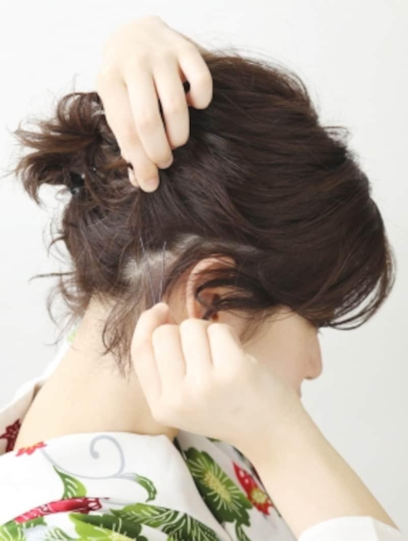 こぼれている髪をピンで留める