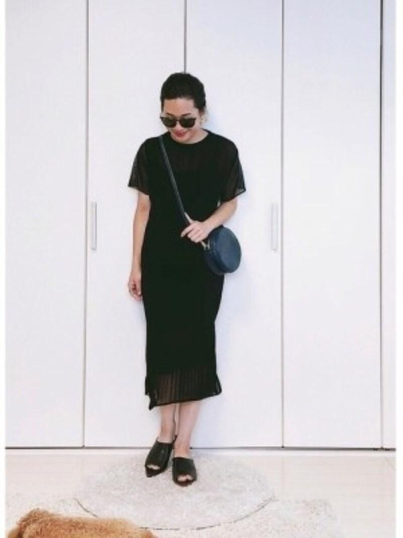 小物はもちろん洋服でもおすすめな黒×紺の配色出典:WEAR