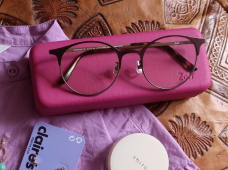 スリムなコンパクトサイズのハードケースはサングラスをしっかり守ってくれる