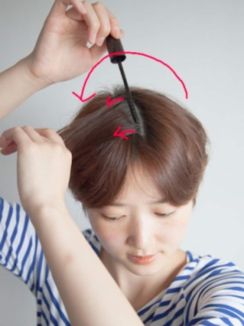 髪を反転させ裏側まで塗る