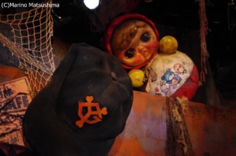 ゴミのオブジェの数々。角度によっては怖く見えるお人形も。(C)MarinoMatsushima