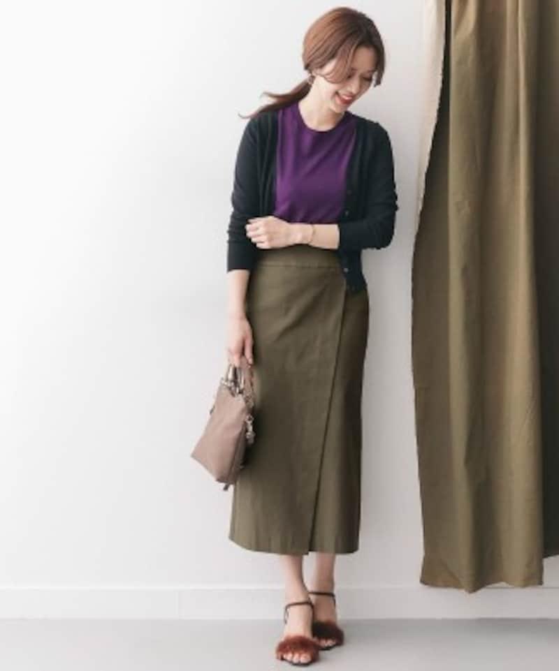 縦のラインを演出してくれるラップ風デザインのスカートに、パープルのトップスを合わせたコーデ(画像はAmazonより:http://amzn.asia/eI3dXPD)