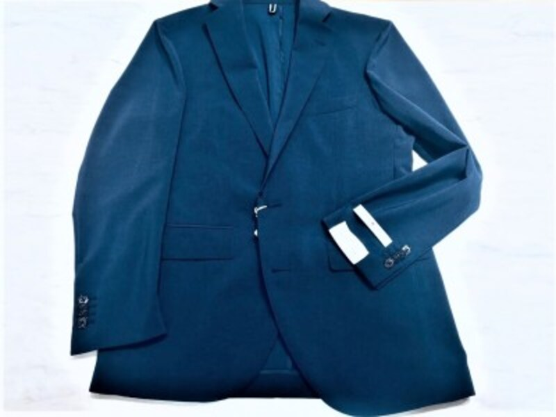 THESUITCOMPANY銀座店にて。WESUITYOUシリーズの機能性サマージャケット。