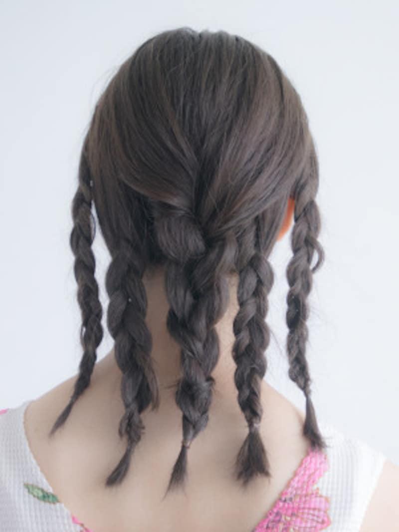 最後に、後頭部の髪を三つ編みにする