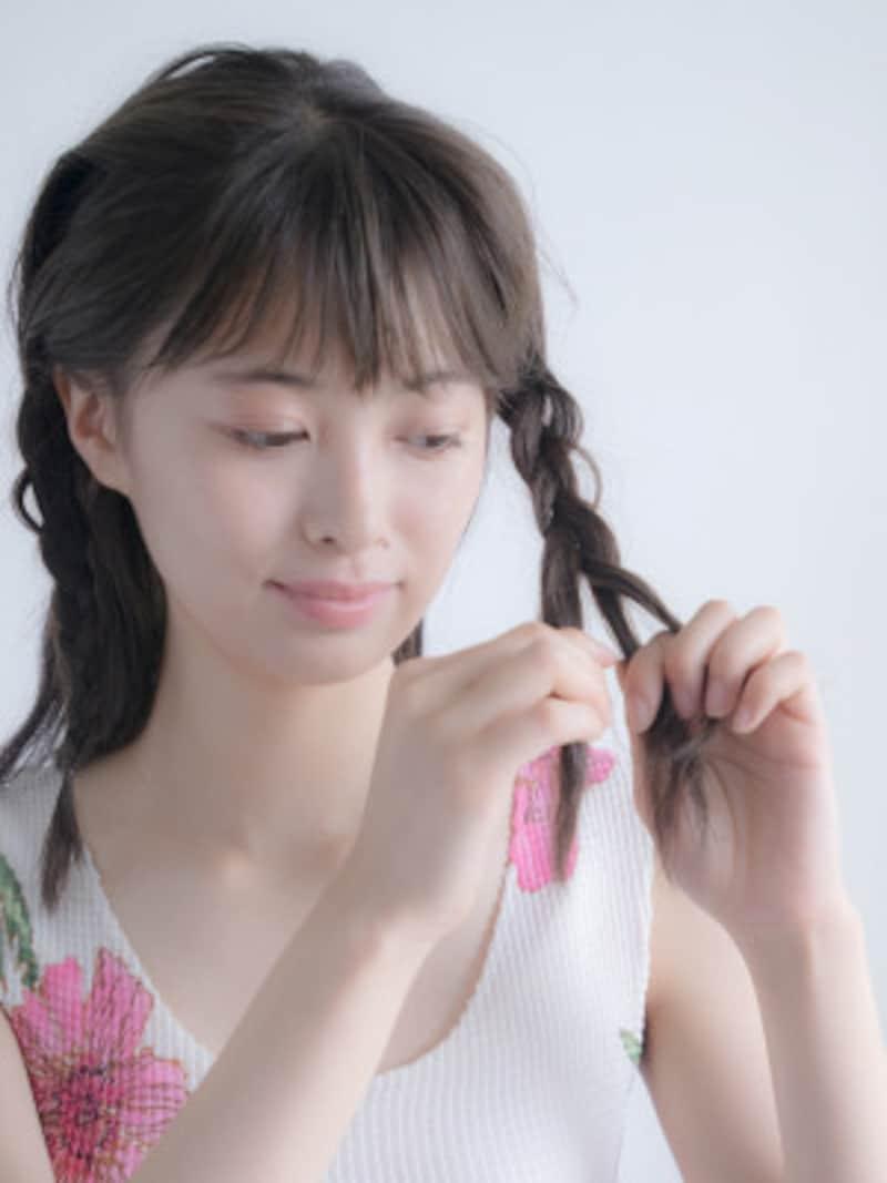 サイドの髪をきつめに編む