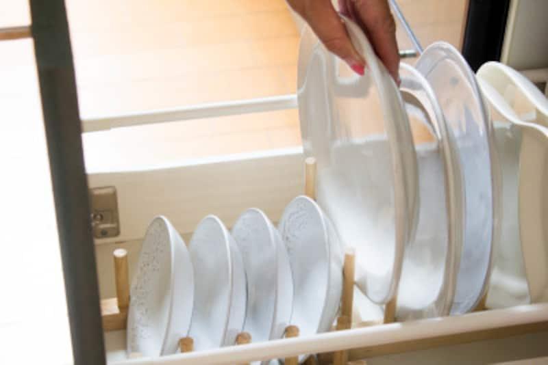 1軍食器は取り出しやすさを優先。立てて収納します